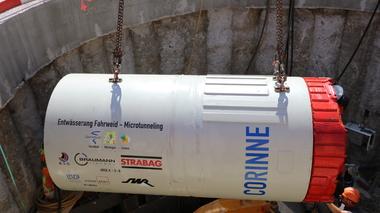 Entwässerung Fahrweid - Ab sofort wühlt sich Bohrmaschine Corinne durch Geröll und Gestein