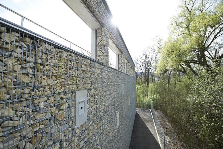 Foto des Biologiegebäudes der Abwasserreinigungsanlage von Limeco (Dietikon, Limmattal)